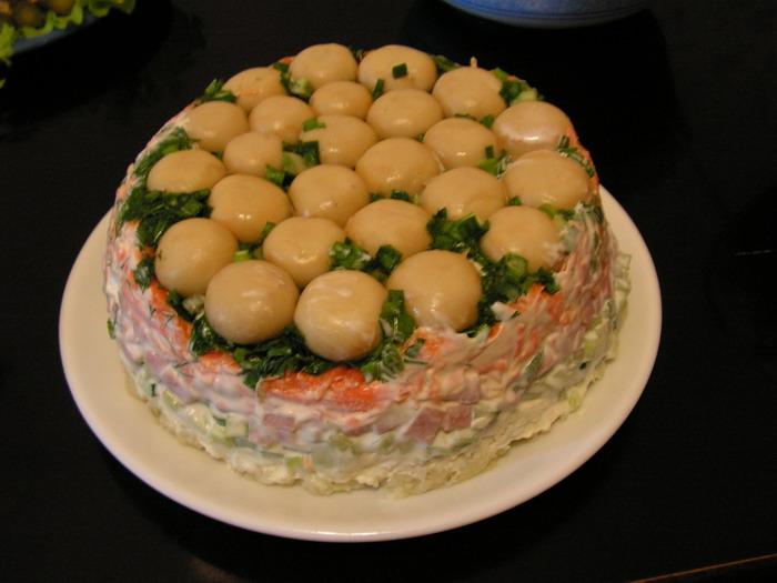 Салат с маринованных грибов слоями