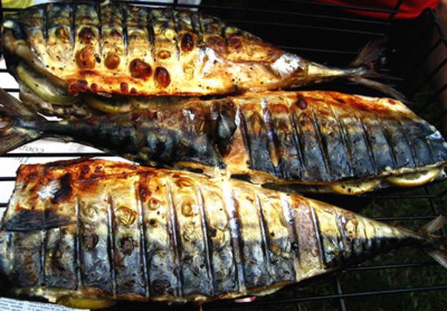 Приготовление судака на решотке барбекю барбекюшница на улице